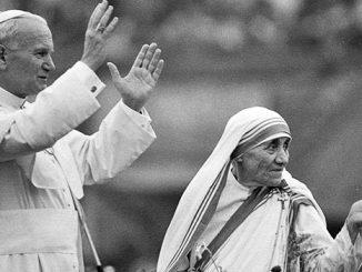 Bunda Teresa bersama Bapa Suci Yohanes Paulus II. [twitter.com]