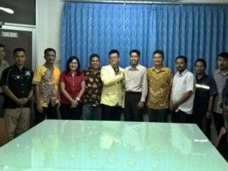 PP Pemuda Ahmadiyah dan PP Pemuda Katolik berfoto bersama usai pertemuan. [Dok. Atanasius Harpen Tulis]