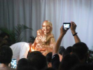Perarakan Patung Ibu Teresa dalam Misa Perayaan Kanonisasi Santa Teresa dari Kalkuta di Paroki Ibu Teresa Cikarang, Jawa Barat. Dok. Komsos Paroki Ibu Teresa Cikarang