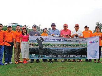 Panitia dan peserta turnamen golf [HIDUP/ Christophorus Marimin]